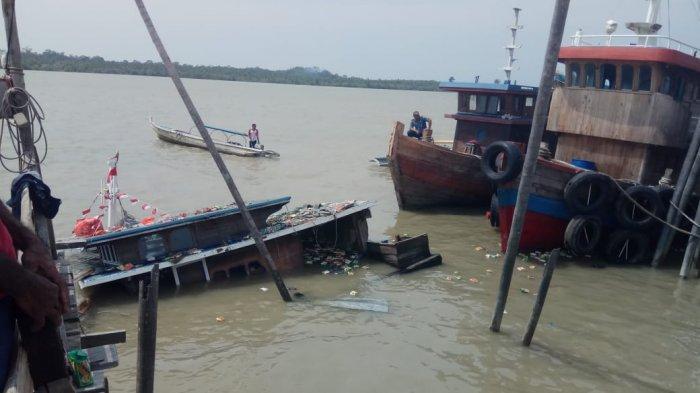 Kapal Ini Tenggelam di Pelabuhan Rakyat Kundur Karimun Saat Awak Kapal Salat Subuh