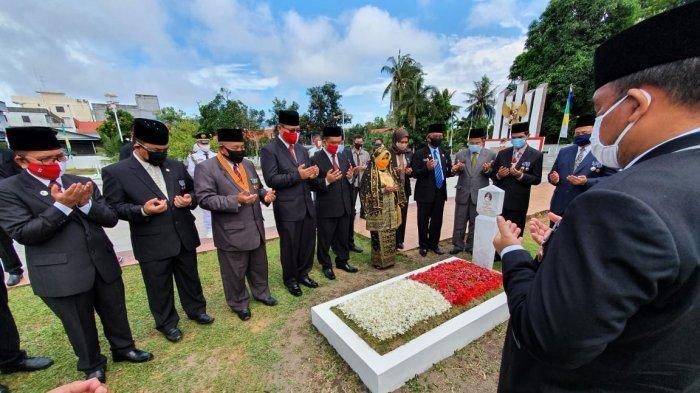 HUT ke-75 RI, Plt Wali Kota Tanjungpinang Ziarah ke Makam Syahrul, Ini Pesannya