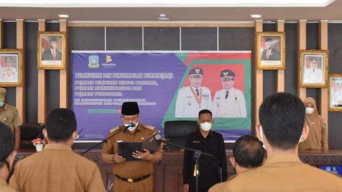 Pembacaan surat keputusan oleh Bupati Kepulauan Anambas Abdul Haris.