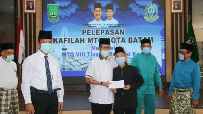 Lepas Kontingen MTQ Batam, Wali Kota Batam Ingatkan Selalu Pakai Masker dan Jaga Jarak