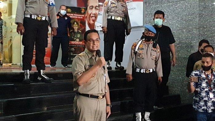Gubernur DKI Jakarta Anies Baswedan menjalani pemeriksaan selama kurang lebih 9,5 jam di Polda Metro Jaya, Selasa (17/11/2020) untuk mengklarifikasi dugaan pelanggaran protokol kesehatan saat pernikahan putri imam besar Front Pembela Islam (FPI) Habib Rizieq Shihab di Petamburan, Jakarta Pusat, Sabtu lalu