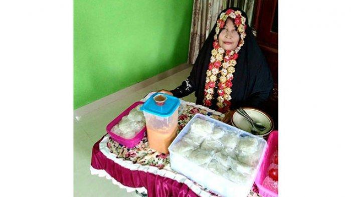 Nurhayati penjual lakse di Pasir Kuning, Kecamatan Singkep, Kabupaten Lingga.