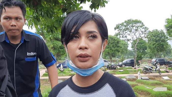 Ahli Forensik Tiba di TPU buat Autopsi, Karen Pooroe Harap Penyebab Kematian Anak Terungkap