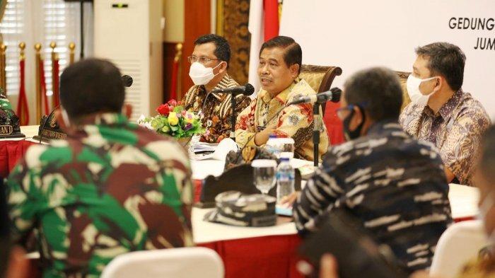 Setibanya di Tanjungpinang, Penjabat (Pj) Gubernur Kepri, Suhajar Diantoro memimpin rapat perdana bersama Forkopimda Kepri di Gedung Daerah, Tanjungpinang, Jumat (19/2/2021) petang.