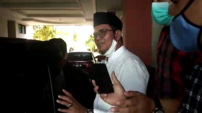 Reaksi Apri Sujadi Ditanya Pemecatannya sebagai Ketua DPD Demokrat Kepri: Tanya yang Lain