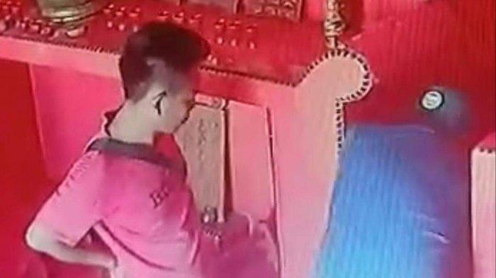 Viral, 2 Pria Terekam CCTv Curi Uang Kotak Amal di Kelenteng Siang Ti Xia Bio Bintan