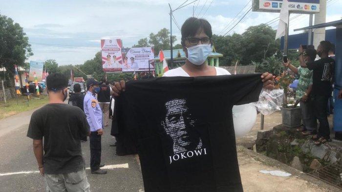 Dapat Baju Dari Jokowi, Hendri Warga Bintan Riang, 'Semoga Sehat Selalu'