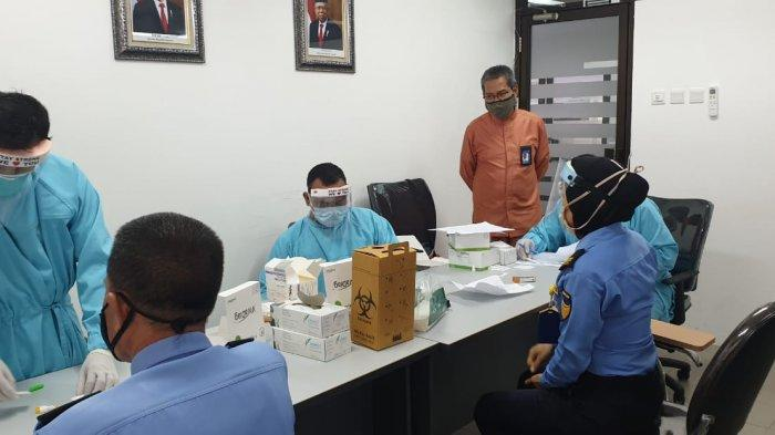 217 Petugas Bandara Hang Nadim Batam Jalani Rapid Test Covid-19