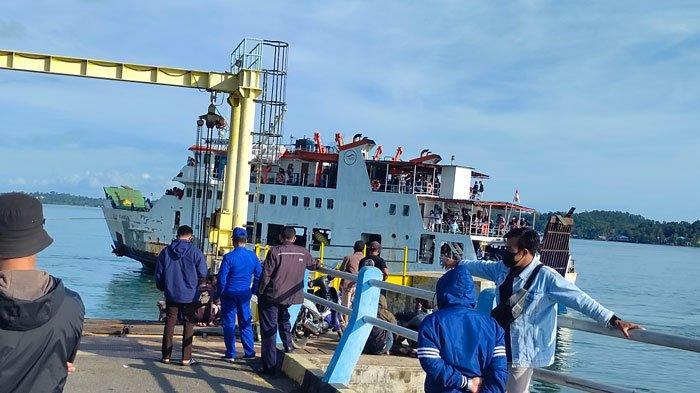 Foto kapal RoRo KMP Kundur yang ingin berlabuh di Pelabuhan RoRo Jagoh, Kecamatan Singkep Barat, Kabupaten Lingga, Sabtu (1/5/2021) lalu