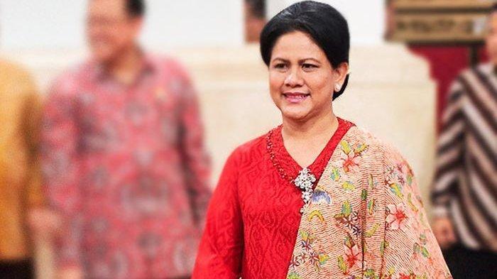 Sempat Viral, Ini Gaya Ibu Negara Iriana Jokowi Saat Pakai Kain Batik dan Sneakers yang Jadi Sorotan
