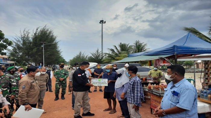 PPKM Mikro Natuna, Pemkab Salurkan Bantuan bagi Pedagang Pantai Piwang