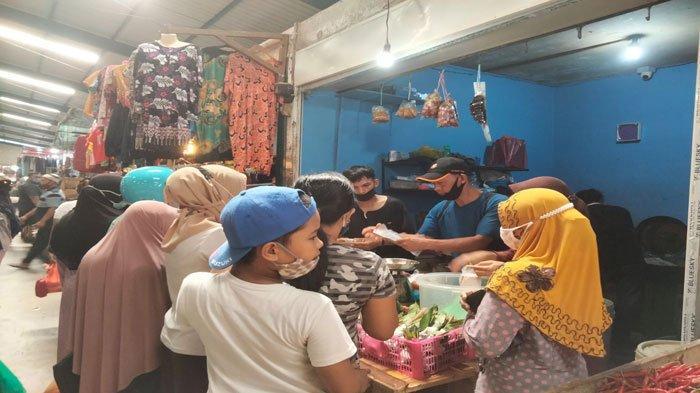 Ibu-ibu di Tanjungpinang Serbu Pedagang Bumbu Masakan di Pasar Bincen, H-1 Idul Adha