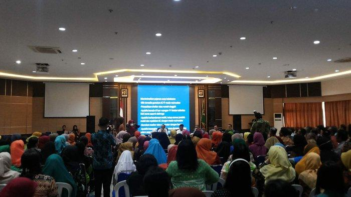Responding To The Smoke Haze Disorders, Mayor of Batam Gathers All The School Principals In Batam