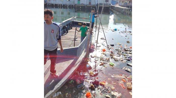 Welcoming Chinese New Year 2020, Kemboja Tanjungpinang Residents Cleaned The Sea