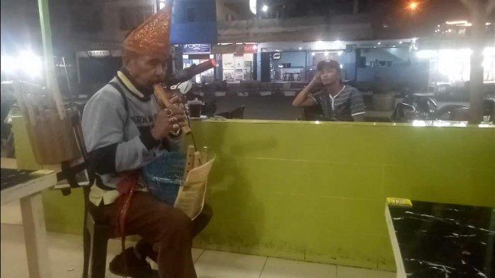 Kisah Raden, Ingin Ubah Nasib Keluarga Justru Kecelakaan dan Berakhir Jadi Musisi Jalanan di Batam