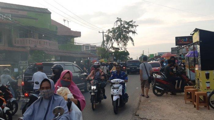 Buat Macet, Warga Sagulung Keluhkan Lokasi Penjualan Makanan Berbuka Dekat Pinggir Jalan