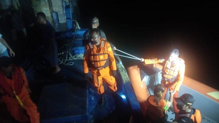 Sempat Terombang-ambing Arus Laut, 5 Penumpang Kapal SKPT Natuna Dievakuasi Tim SAR