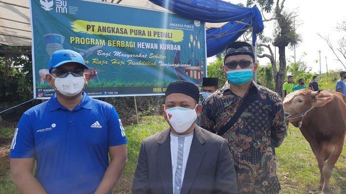 PT Angkasa Pura II Bandara RHF Tanjungpinang Sumbang 2 Sapi Limosin pada Idul Adha 1442 H
