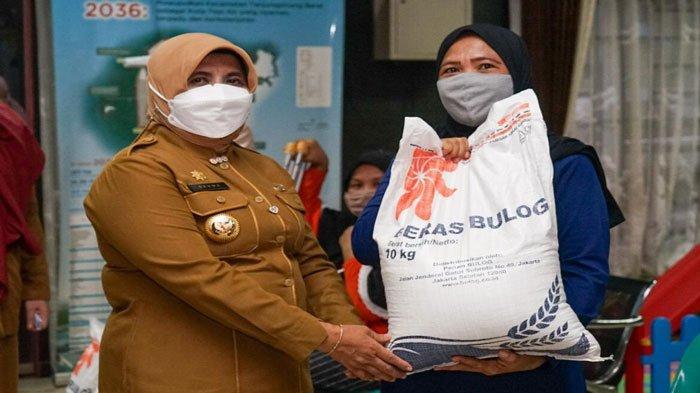 8.356 Kepala Keluarga di Tanjungpinang Terima Bantuan Beras PPKM Darurat