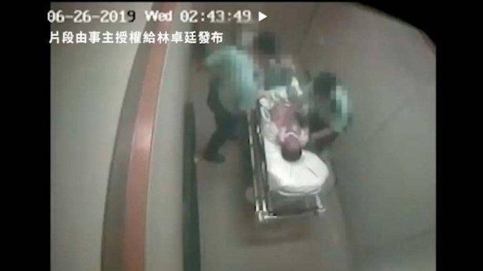 VIDEO VIRAL - Dua Polisi Hong Kong Terekam CCTV Menganiaya Tahanan di Rumah Sakit