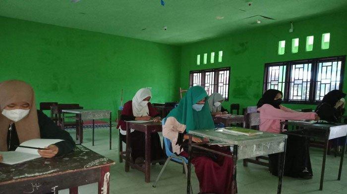 Belajar Tatap Muka di Anambas, Siswa SMP 3 Putik Bahagia ke Sekolah