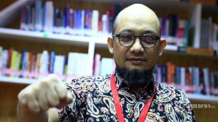 Penyidik senior Komisi Pemberantasan Korupsi (KPK) Novel Baswedan berpose usai wawancara khusus dengan Tribunnews di Gedung KPK, Jakarta, Jumat (19/6/2020)