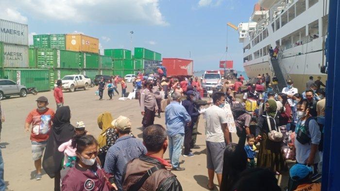 KM Kelud saat tiba di Pelabuhan Batu Ampar Batam, Rabu (21/4/2021)