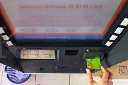 AKHIRNYA Himbara Tunda Pengenaan Tarif Cek Saldo dan Tarik Tunai ATM Link, Transaksi Tetap Gratis