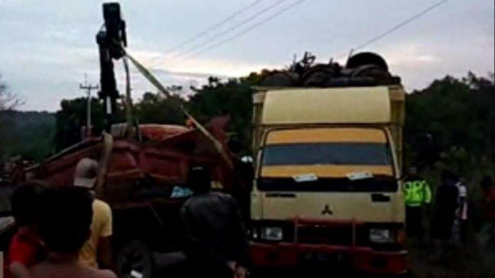 Kecelakaan di Bintan, Dua Truk Tabrakan di Jalan Raya Lama, Sopir Alami Luka-luka