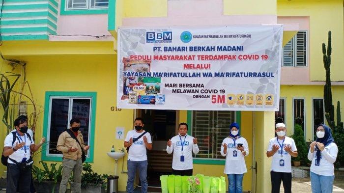 Yayasan Ma'rifatullah Wa Ma'rifaturrasul Bagikan Ratusan Sembako Bagi Warga Terdampak PPKM Darurat