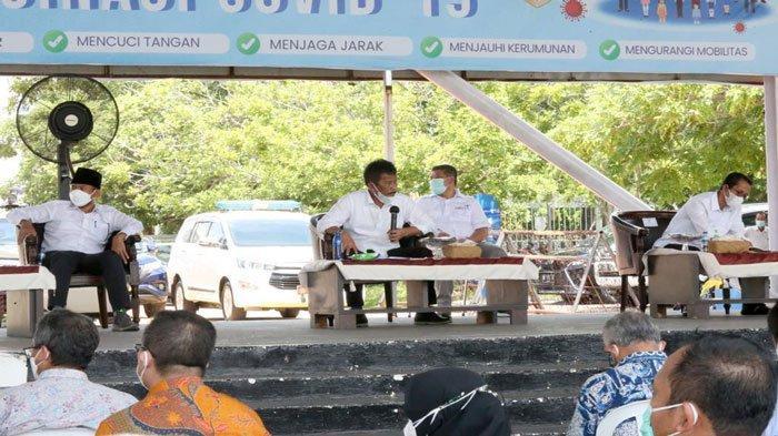 Wali Kota Batam Muhammad Rudi menjelaskan penerapan PPKM Level 4 di Dataran Engku Putri, Rabu (21/7/2021)