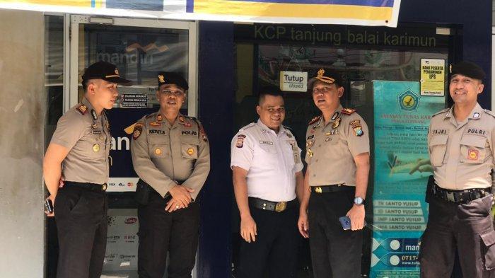 Nasabah Mendatangi Kantor Bank Mandiri, Kapolres Karimun Ingin Situasi Kondusif