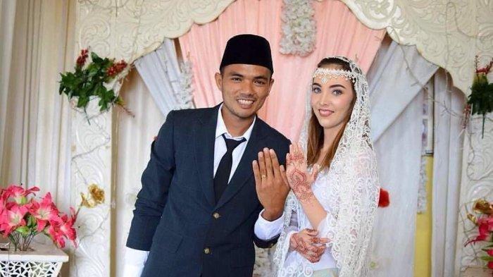 VIRAL Pria Padang Dinikahi Bule Perancis, Undangan Disebar Lewat Instagram, Begini Kisah Cintanya