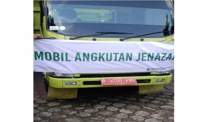 Viral di media sosial sejumlah foto yang memperlihatkan sebuah truk berkelir hijau mengangkut beberapa peti mati warna putih