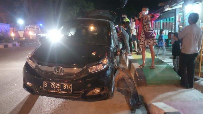 Kecelakaan di Karimun, Mobil Tabrak 2 Sepeda Motor Dekat RSUD Karimun, Sopir Diduga Mabuk