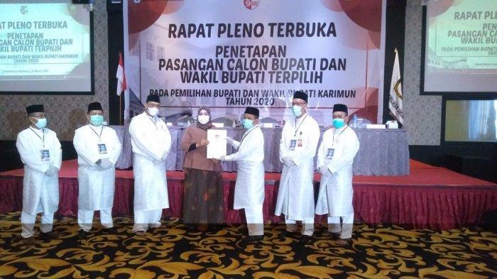 KPU Tetapkan Aunur Rafiq dan Anwar Hasyim Jadi Bupati Karimun dan Wabup Terpilih