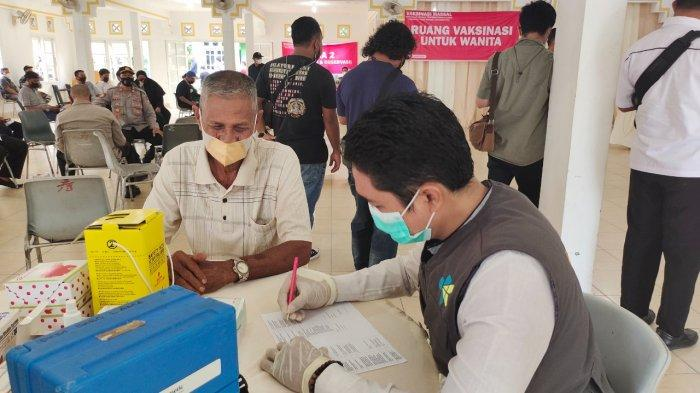 Warga Singkep Lingga Antusias Ikut Vaksinasi Massal, Tapi Banyak Tak Penuhi Kriteria