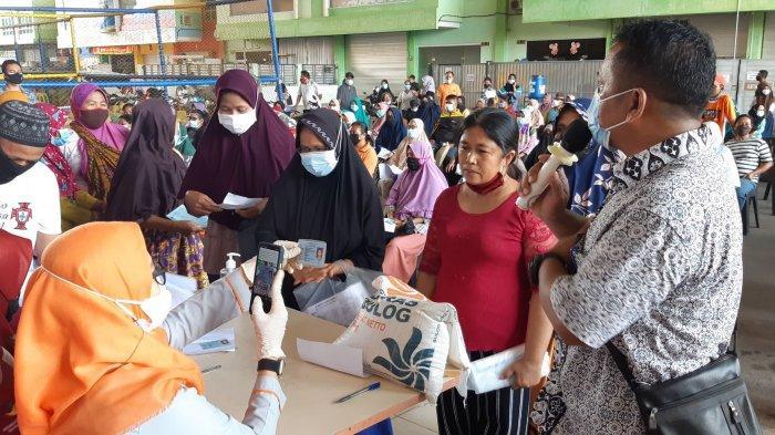 BERAS 10 Kg Bantuan PPKM Beras Dibagikan Untuk Penerima PKH dan BST di Batam