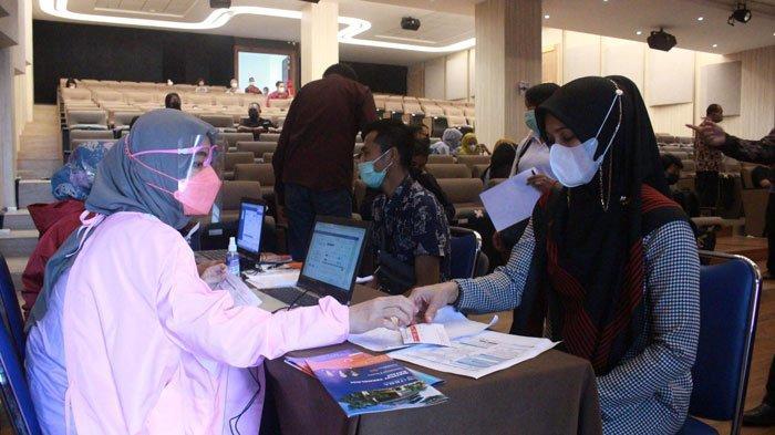 Otoritas Jasa Keuangan Kepulauan Riau mendukung penuh pemerintah dalam upaya percepatan vaksinasi Covid-19.