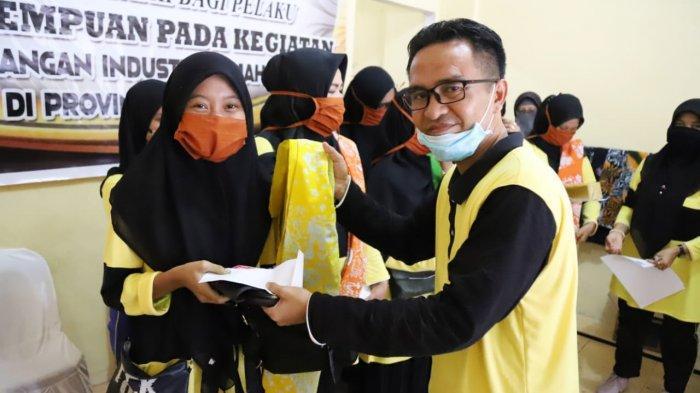Anggota DPRD Provinsi Kepulauan Riau (Kepri), Wahyu Wahyudin, SE hadir di kegiatan penutupan pelatihan membatik bagi pelaku usaha perempuan rumahan, Selasa (21/7/2020).
