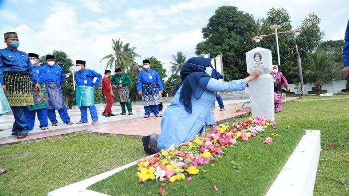 Rahma-Endang Ziarah ke Makam Syahrul, Peringatan 3 Tahun Memimpin Tanjungpinang