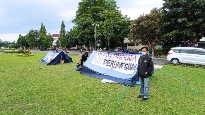 Mahasiswa UGM Kemping di Kampus, Sempat Dilarang Demo Tolak UU Cipta Kerja Omnibus Law