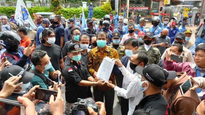 Kadisnaker Kepri dan Anggota Dewan Terima Pernyataan Sikap SPSI, Aksi Tolak Omnibus Law