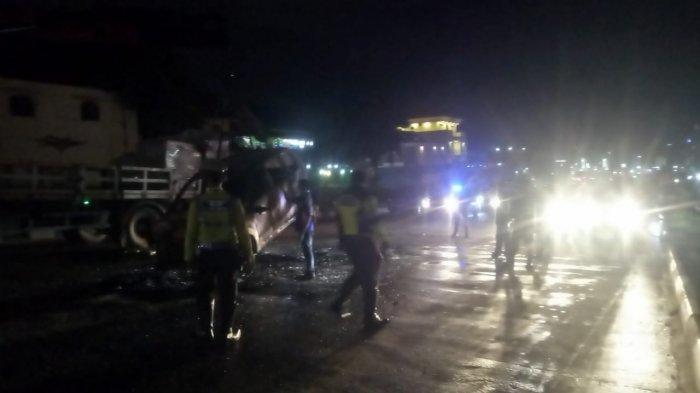 Breaking News - Sebuah Mobil Terbakar di Simpang Gelael Batam