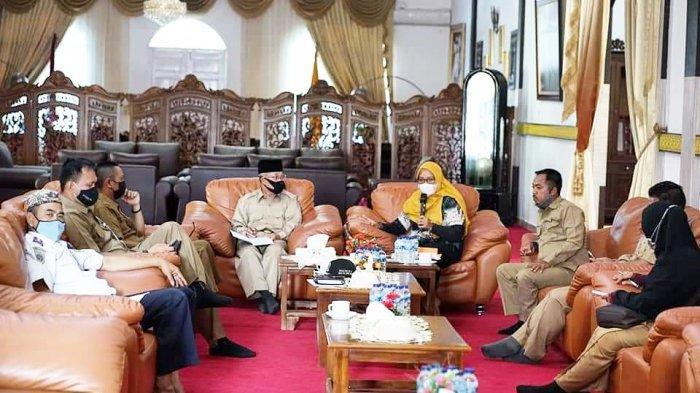 Ketua Dekranasda Lingga Maratusholiha Nizar Ingin Hidupkan Pengrajin UKM Batik