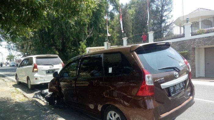Avanza Tabrak Pohon di Jalan Wiratno Tanjungpinang, Simak Foto-foto Kecelakaannya