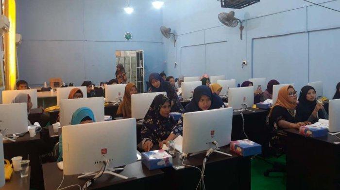 Dapat Pelatihan Akuntansi Berbasis Teknologi di Fakultas Ekonomi UMRAH, Pengusaha Kecil Antusias