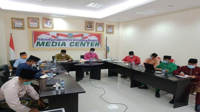 Bupati Anambas Kasih PR ke Camat, Target 22 Orang Divaksinasi Covid-19 Per Hari