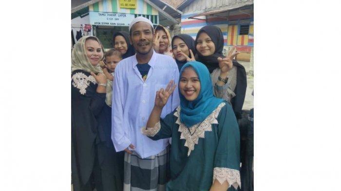 Akhirnya Pria Pemenang Lelang Motor Listrik Jokowi Menampakan Diri, Disambut Meriah Pakai Kompang