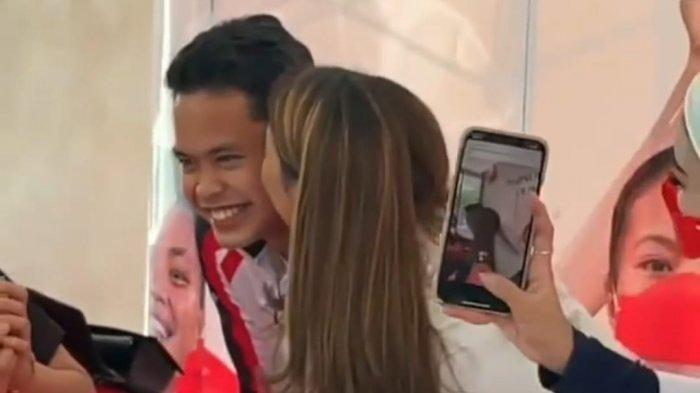 Reaksi Anthony Sinisuka Ginting Saat Pipinya Dicium Kiky Saputri